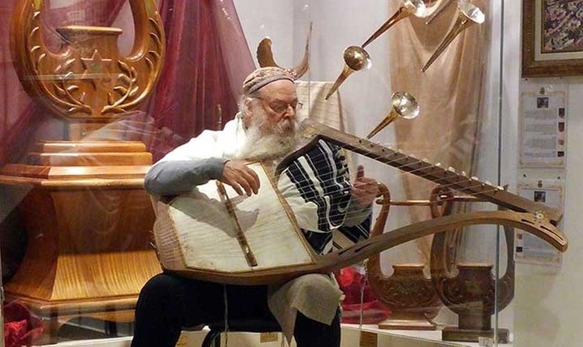 O rabino David Louis está reunindo esforços para resgatar a essência da música. (Foto: Reprodução/Instituto do Templo)