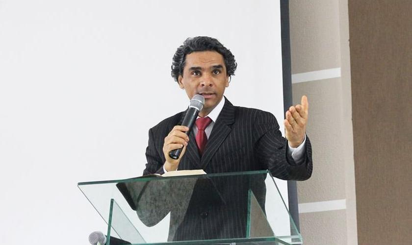 Cirilo Gonçalves quer evangelizar jogadores, ex-jogadores e outros profissionais do esporte. (Foto: Reprodução/Facebook)