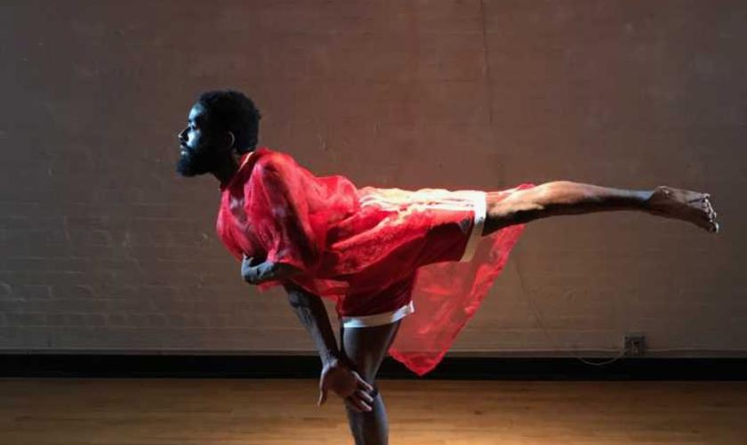 Jerron Herman atua na Companhia de Dança Heidi Latsky, em Nova York. (Foto: Andria May-Corsini)
