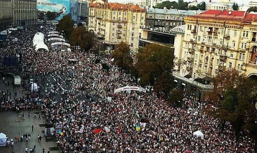 Cerca de 500 mil evangélicos se reuniram na praça central de Kiev, capital da Ucrânia. (Foto: Reprodução/Facebook/Mission Eurasia)