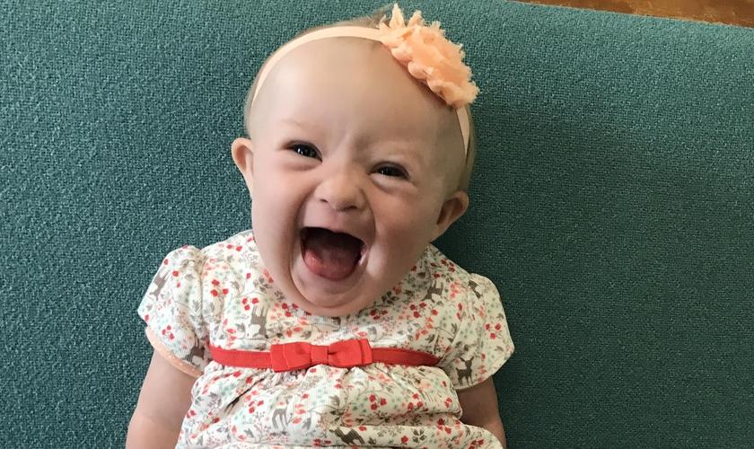 A pequena Myla se tornou a alegria de sua família. (Foto: Arquivo Pessoal)