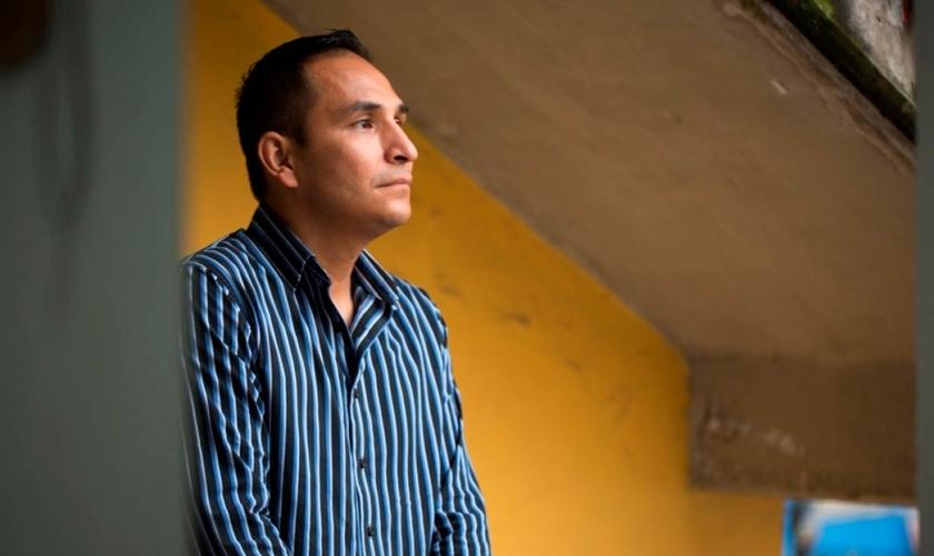 Mario Garfias passou 25 anos preso após atuar como traficante sexual. (Foto: Thomson Reuters Foundation/Theo Hessing)
