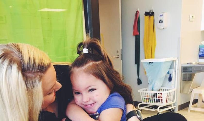 Sarah Rodriguez enfrentou um grande desafio com sua filha, Ellis. (Foto: Reprodução/Facebook)