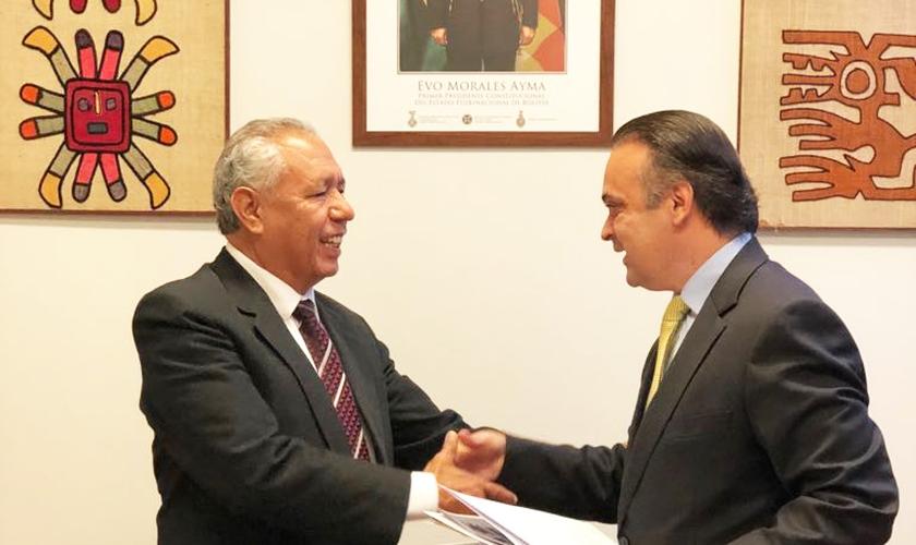 Embaixador da Bolívia, José Kinn Franco (à esq.) em encontro com o deputado federal Roberto de Lucena. (Foto: Roberto de Lucena)