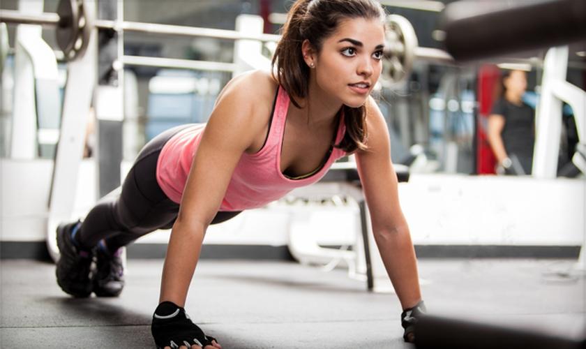Saiba como a prática de exercícios físicos pode beneficiar o cérebro. (Foto: Shutterstock)