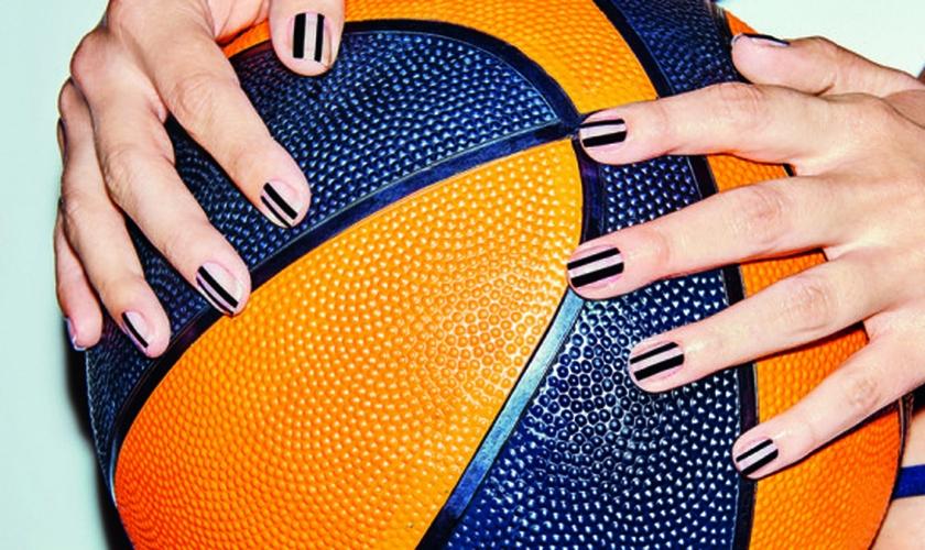 Hidratar faz toda a diferença na performance das suas unhas. (Foto: Thiago Justo/Boa Forma)