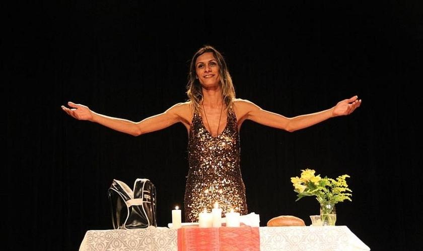 A atriz transexual Renata Carvalho apresenta um monólogo no qual interpreta Jesus como mulher. (Foto: Divulgação)
