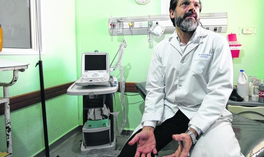 O médico Leandro Lastra se recusou a abortar mulher cinco meses de gestação. (Foto: Río Negro)