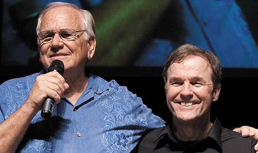 Loren Cunningham, fundador da JOCUM ao lado de Mike Bickle, fundador da IHOPKC. (Foto: Thema Black/Getty Images/Istock)