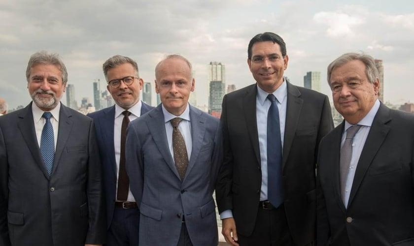 Gregory Lafitte, diretor da Coalizão Europeia para as Nações Unidas, Tomas Sandell, fundador da Coalizão Europeia, António Guterres, secretário-geral da ONU e Danny Danon, embaixador israelense da ONU na cerimônia de Tashlich.