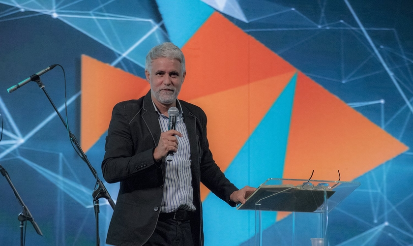 Pastor Claudio Duarte durante pregação na Expo Cristã, em São Paulo. (Foto: Guiame/Marcos Paulo Corrêa)