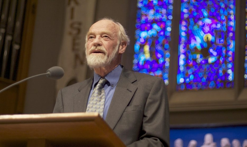 Pastor Eugene Peterson em palestra na Universidade da Igreja Presbiteriana, em Seattle, em 2009. (Foto: Creative Commons)
