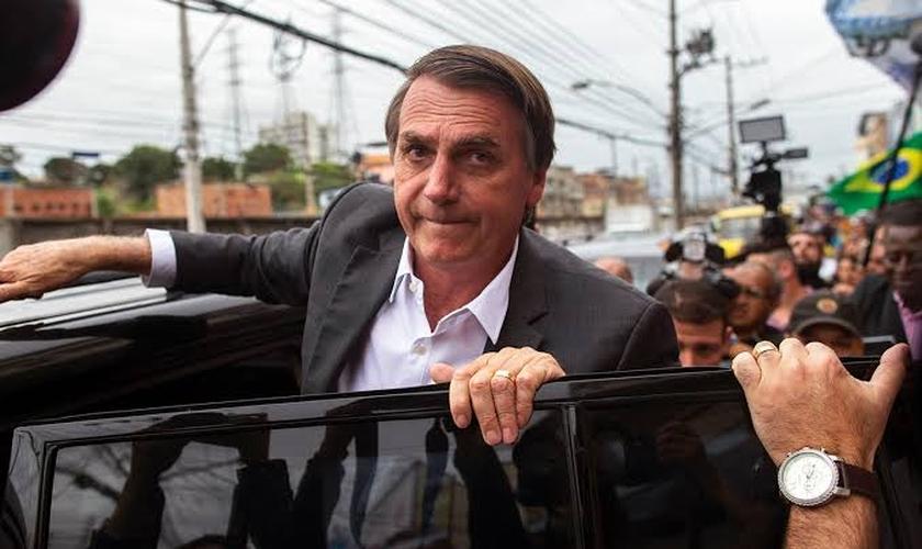Jair Bolsonaro (PSL) durante campanha eleitoral no Mercadão de Madureira, no Rio de Janeiro. (Foto: Mauro Pimentel/AFP)