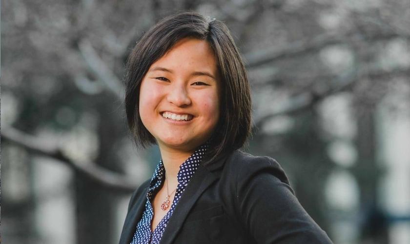 Isabella Chow foi expulsa de seu partido no senado estudantil da Universidade de Berkeley, por se opor à ideologia de gênero. (Foto: Reprodução)