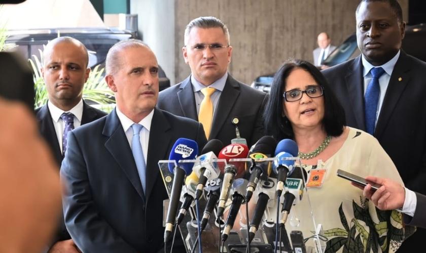 Damares Alves em pronunciamento à imprensa após ser nomeada para o Ministério dos Direitos Humanos. (Foto: Rafael Carvalho/Governo de Transição)