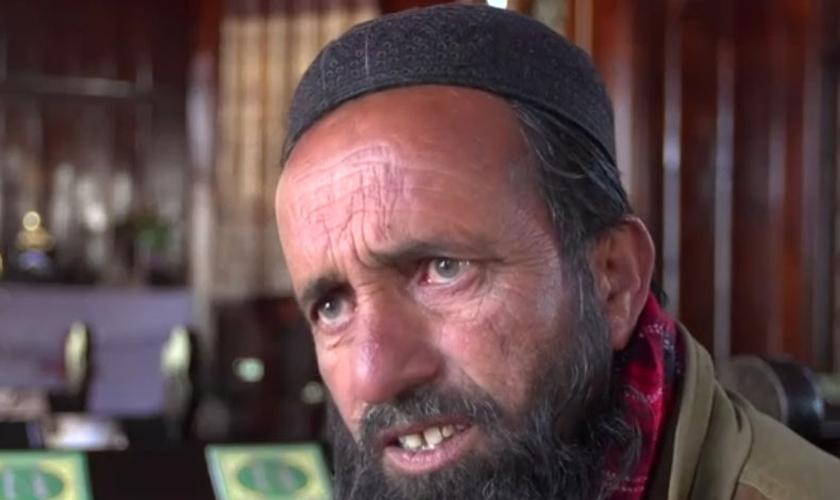 """Muçulmano convicto, paquistanês diz que não vê problema em ser vigia de igreja cristã: """"Sinto orgulho"""". (Foto: Reprodução/BBC)"""