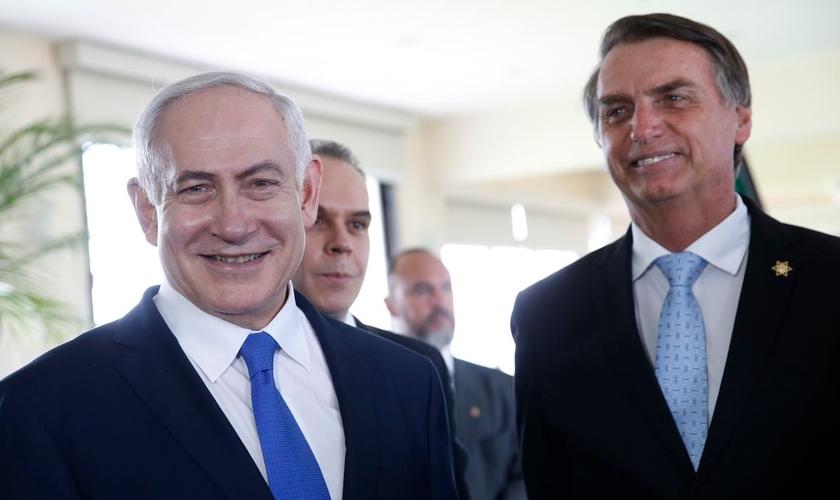 O presidente Jair Bolsonaro ao lado do primeiro-ministro de Israel, Benjamin Netanyahu, em Copacabana. (Foto: Fernando Frazão/Agência Brasil)
