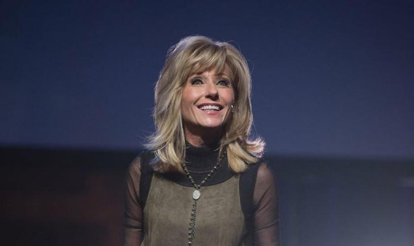 A evangelista norte-americana Beth Moore é fundadora do Ministério Prova Viva. (Foto: Reprodução/Facebook)