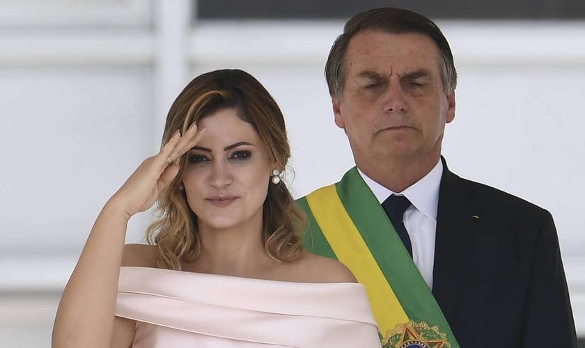 Michelle Bolsonaro discursa em LIBRAS na posse de seu marido Jair Bolsonaro, como presidente da República. (Foto: Evaristo Sá/AFP)