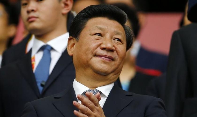 Presidente Xi Jinping tenta reformular o cristianismo conforme ideologia chinesa. (Foto: Reuters)