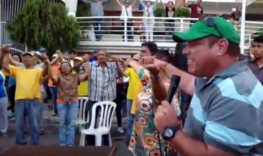 Orações públicas pela paz na Venezuela. (Foto: Evangélico Digital)