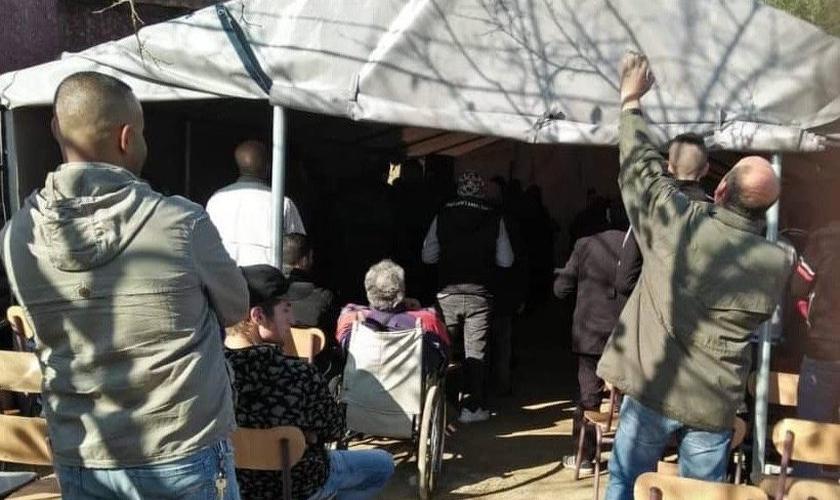Tenda montada para as reuniões também foi proibida pelas autoridades. (Foto: Divulgação/Barnabas Fund)