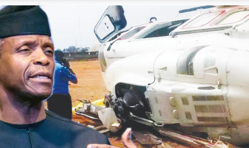 Vice-presidente da Nigéria Yemi Osinbajo e helicóptero que caiu perto do Kaaba Township Stadium. (Foto: Reprodução/Punch NG)