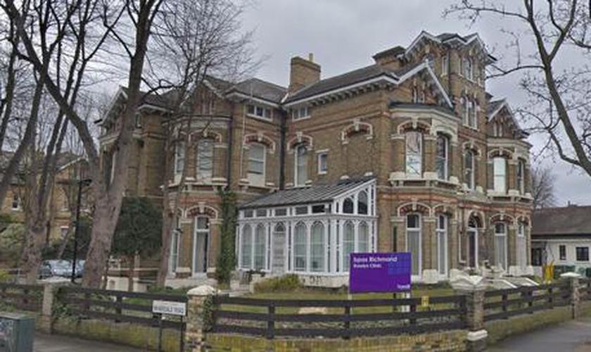Fachada do Serviço de Consultoria Britânica para Gravidez (BPAS), em Londres. (Foto: Reprodução/Premier)