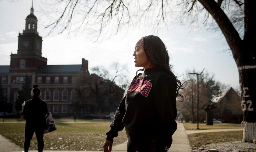 Mya Thompson, aluna da Universidade Howard, devia cerca de 2,5 mil dólares em mensalidades. (Evelyn Hockstein/Washington Post)