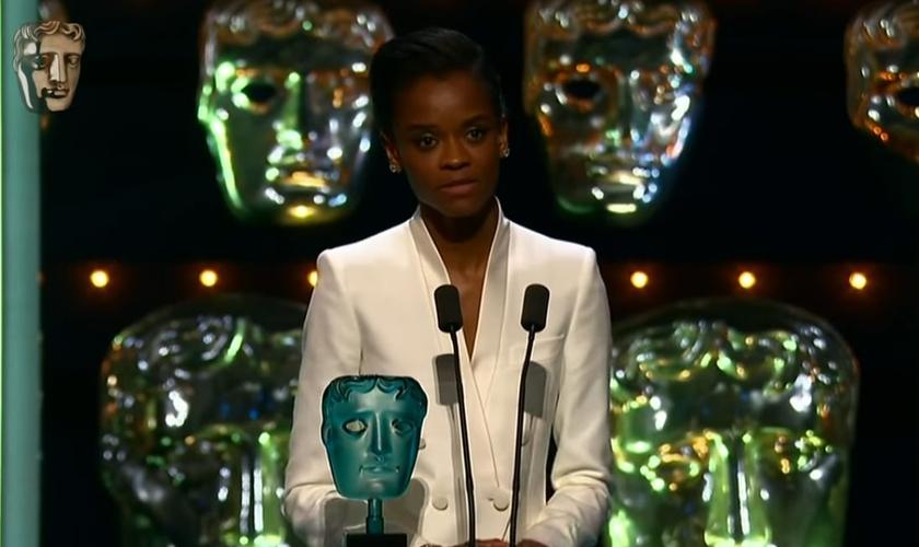 Letitia Wright agradece a Deus durante premiação da BAFTA, em 09 fevereiro de 2019. (Foto: Reprodução/YouTube)