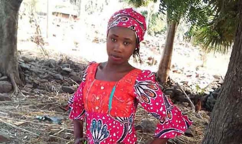 Leah Sharibu antes de ter sido sequestrada pelo grupo jihadista Boko Haram na Nigéria. (Foto: Reprodução/Premier)