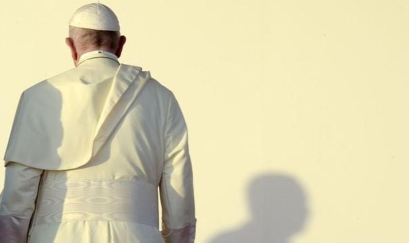 Papa Francisco enfrenta denúncias de casos de abusos sexuais de crianças na Igreja Católica. (Foto: Reprodução/AFP)