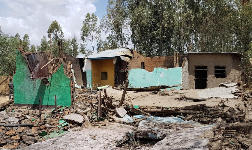 Restos da igreja Kale Hiwot Galeto em Halaba Kulito, Etiópia, após ataque em 9 de fevereiro de 2019. (Foto: Reprodução/Steadfast Global)