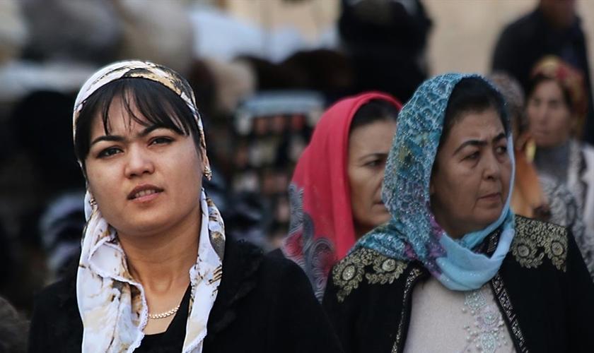 No Uzbequistão, a submissão da mulher deve ser total a seus pais e maridos, quando casadas. Essa situação agrava a perseguição a cristãs no país. (Foto: Divulgação/Foto Ilustrativa/Portas Abertas)