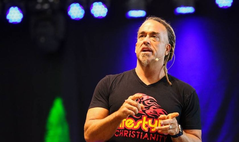 O evangelista Todd White compartilhou como os cristãos podem se disciplinar para vencer a tentação. (Foto: Reprodução/Facebook)
