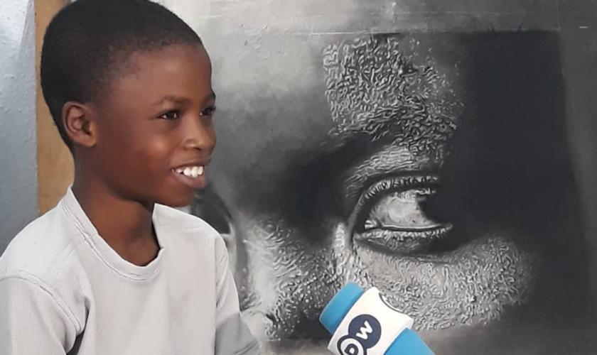 Aos 11 anos, Waris Kareem Olamilekan torna-se famoso por pintar retratos hiper-realistas. (Foto: Reprodução/Instagram)