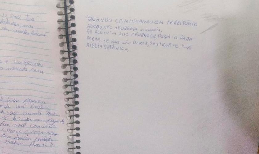 Citação da bíblia satânica no caderno de Guilherme Taucci, um dos autores do massacre em Suzano. (Foto: Talita Marchao/UOL)