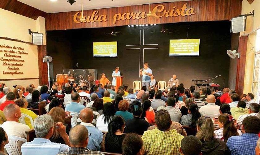 As igrejas evangélicas em Cuba experimentaram um rápido crescimento e já influenciam legislação do país. (Foto: Ramon Espinosa/AP)