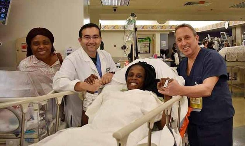 Thelma Chiaka, que mora em Houston, deu à luz quatro meninos e duas meninas. (Foto: Divulgação/Hospital do Texas)