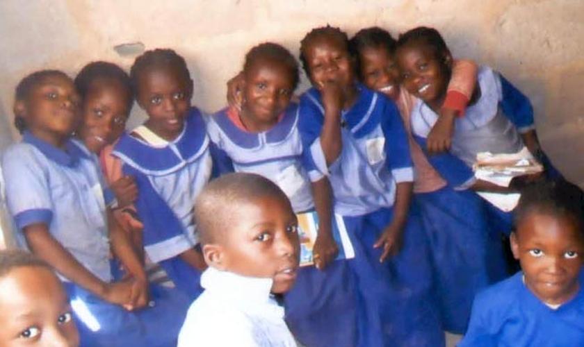 Crianças da escola de famílias que foram obrigadas a fugir de suas casas por causa dos ataques do Boko Haram e Fulani. (Foto: Divulgação/BF)