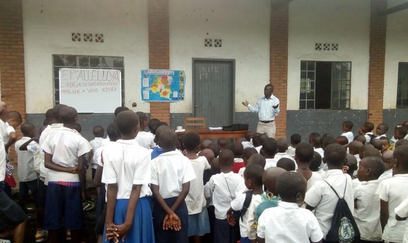 Uma das oficinas de higiene do Exército de Salvação em uma escola. (Foto: Divulgação/Exército da Salvação)