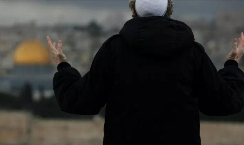 Ex-líder muçulmano leva outros líderes a entregarem suas vidas a Cristo. (Foto: Reprodução/Fatos)