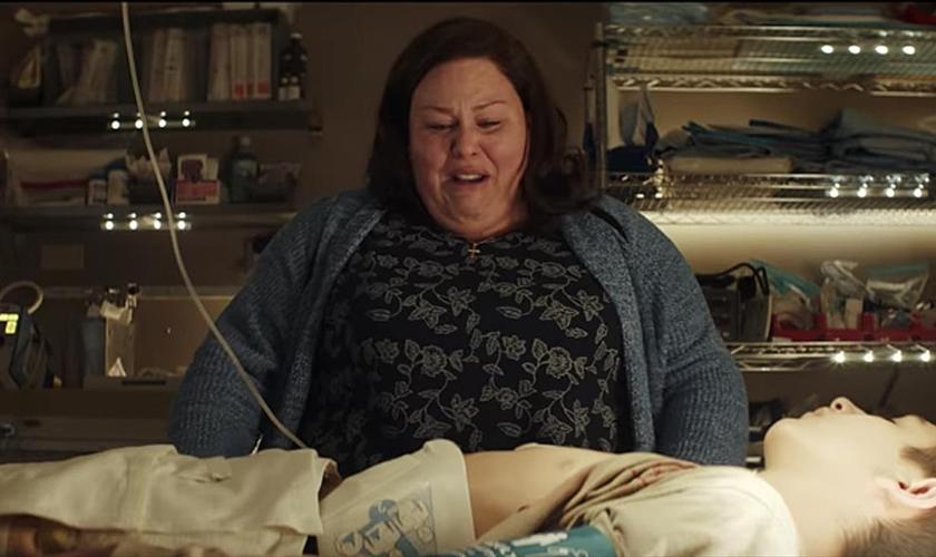 """Cena do filme """"Superação - O Milagre da Fé"""", protagonizado pela atriz Chrissy Metz. (Foto: Reprodução/Breakthrough)"""