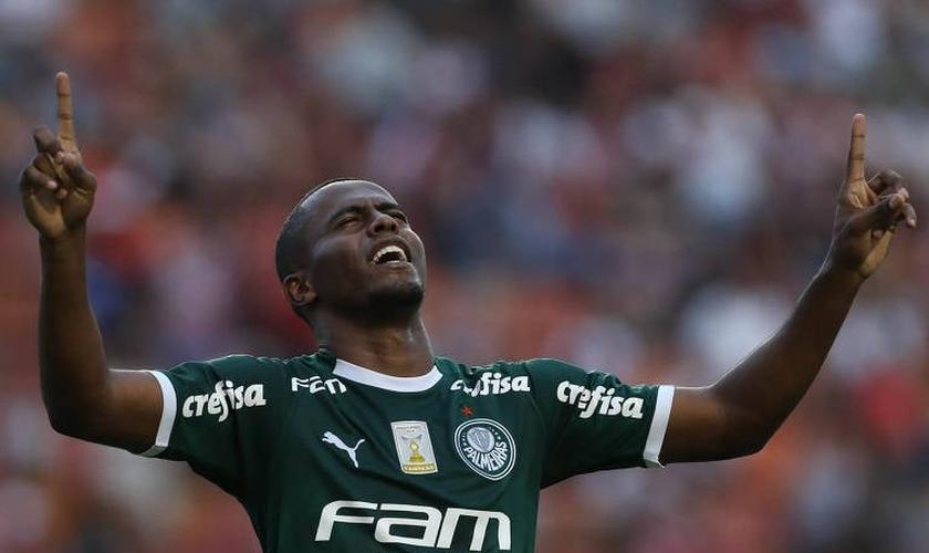 Carlos Eduardo, do Palmeiras, comemora seu gol contra o São Paulo durante a 11ª rodada do Campeonato Paulista. (Foto: Cesar Greco/Agência Palmeiras)
