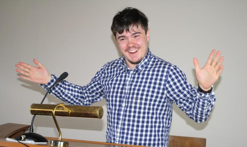 Alex Lowery, durante uma de suas palestras. (Foto: Divulgação/Alex Lowery)