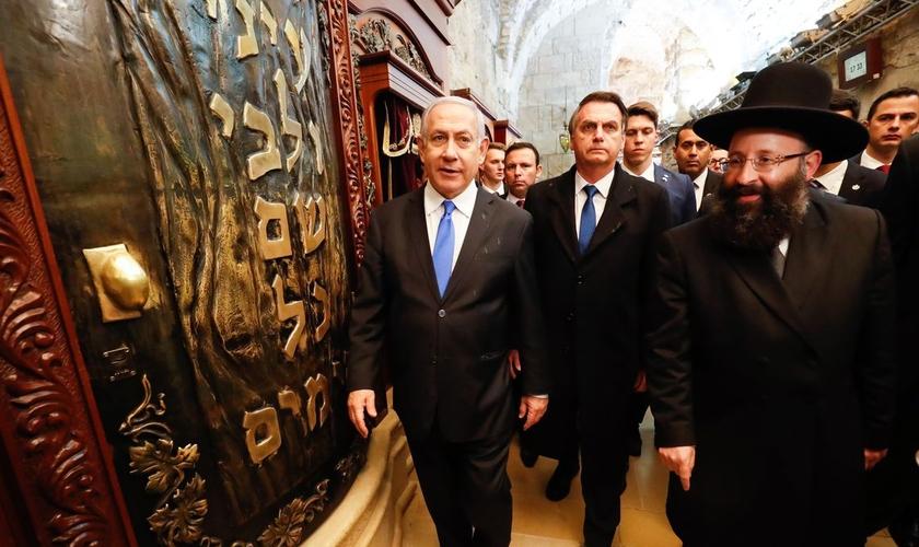 Presidente Jair Bolsonaro e o primeiro-ministro de Israel, Benjamin Netanyahu, durante visita ao Muro das Lamentações. (Foto: Alan Santos/PR)