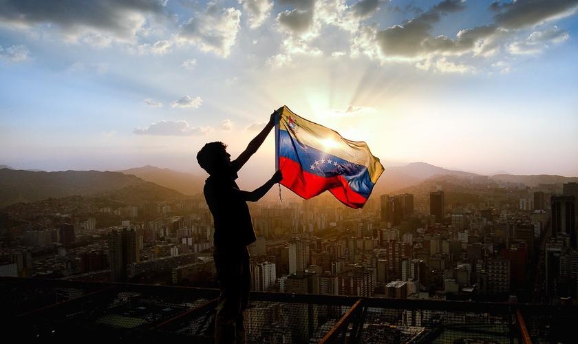 Venezuelanos querem levar Cristo para uma sociedade sem esperança. (Foto: Jon Cardenas/@joncmlife)