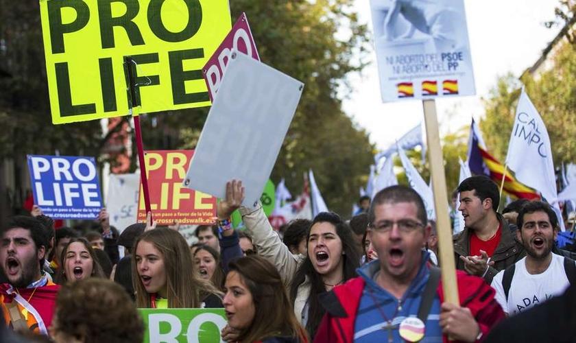 Em 2014, aproximadamente 1 milhão de pessoas foram às ruas para protestar contra o aborto na Espanha. (Foto: Sergio Pérez / Reuters)