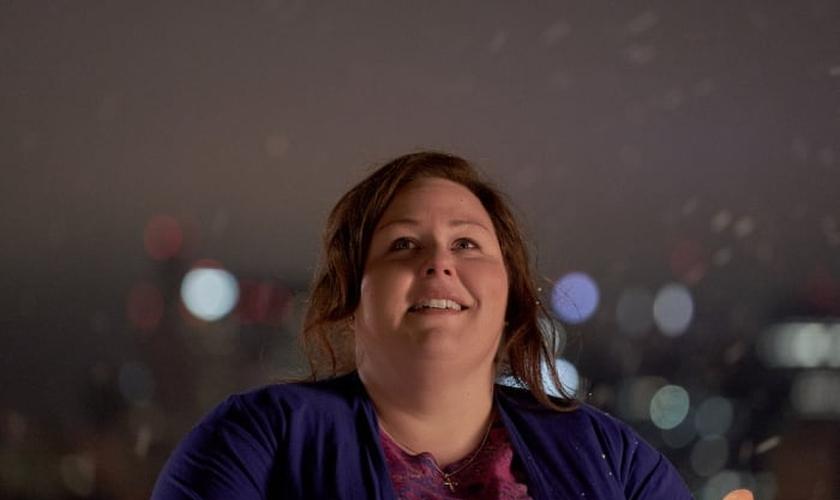 """Chrissy Metz interpreta Joyce Smith no filme """"Superação - O Milagre da Fé"""". (Foto: Allen Fraser)"""