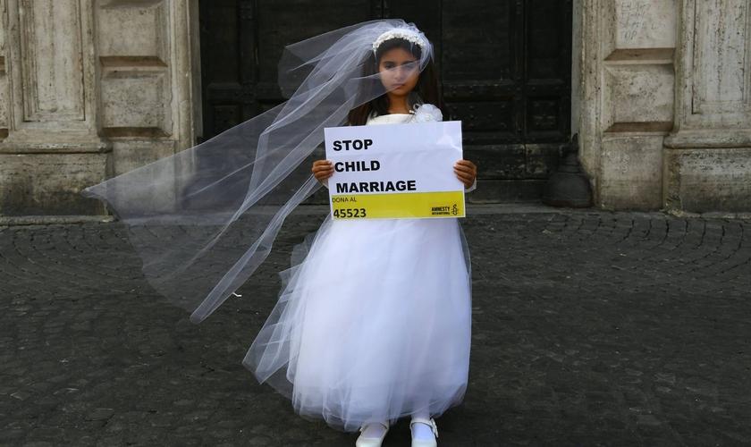 Campanha da Anistia Internacional contra o casamento infantil, em 2016. (Foto: Getty Images)
